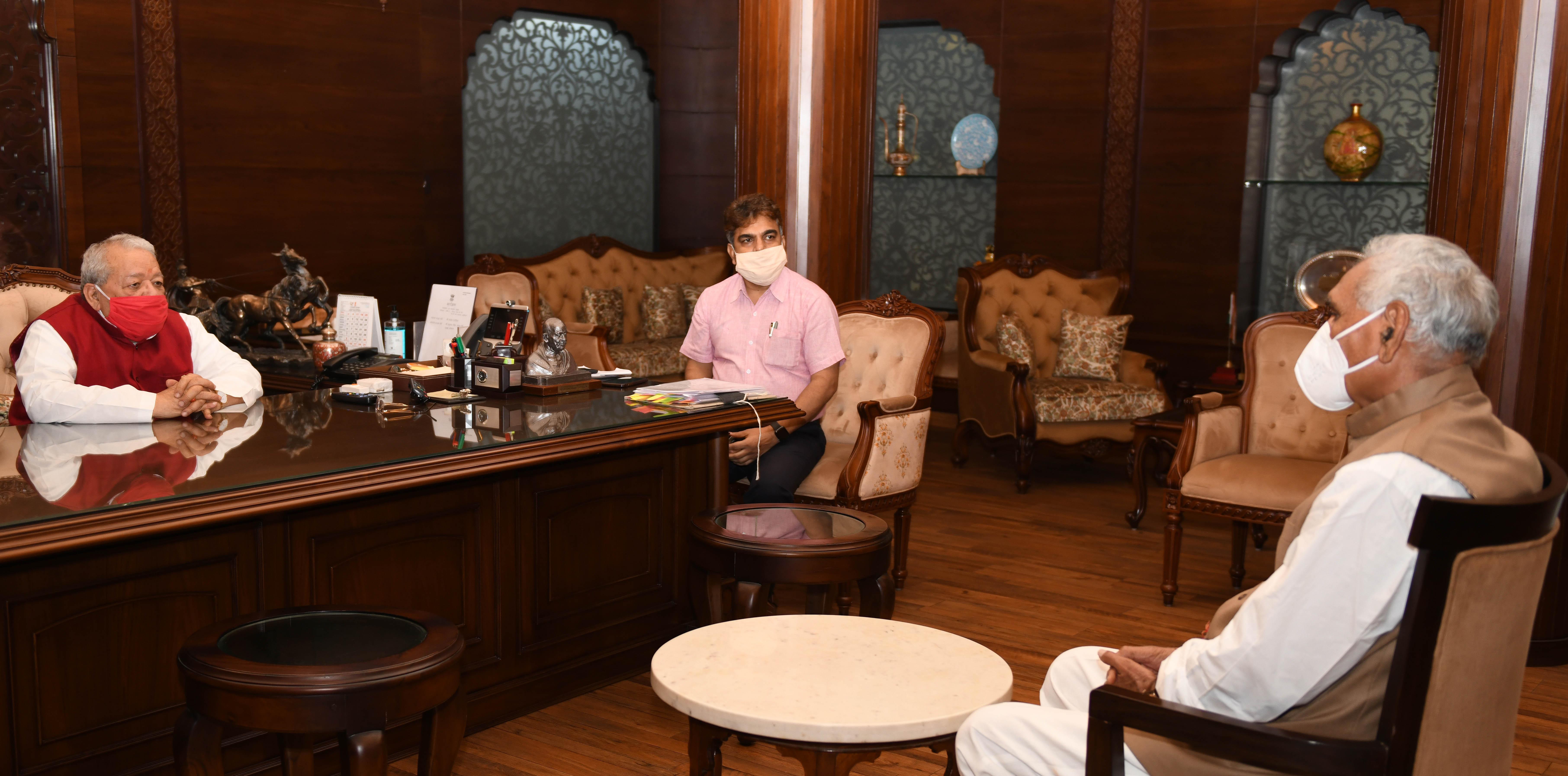 उत्तरप्रदेश  सरकार में श्रम एवं सेवायोजन परामर्शदात्री समिति के अध्यक्ष श्री रघुराज सिंह से मुलाकात