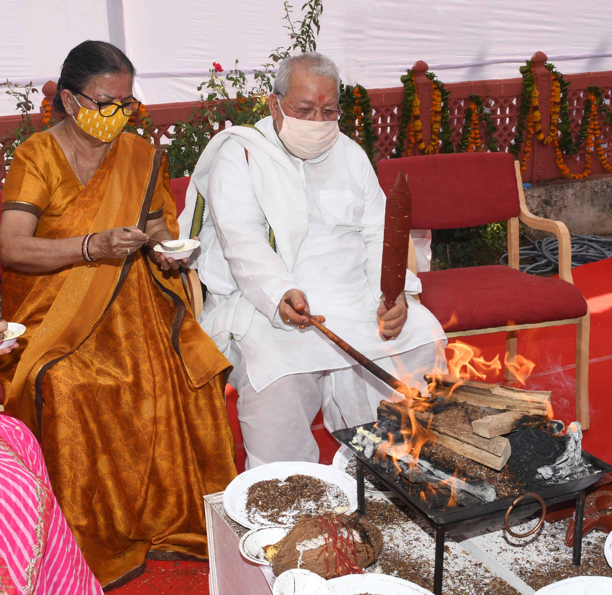 राज्यपाल श्री कलराज मिश्र ने पूजा, अर्चना और हवन कर प्रदेश की खुशहाली की कामना की